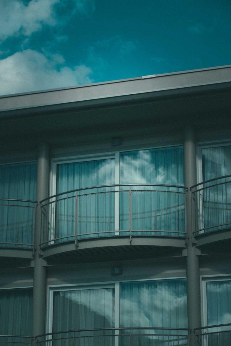 Skuteczne zabezpieczenie balkonu
