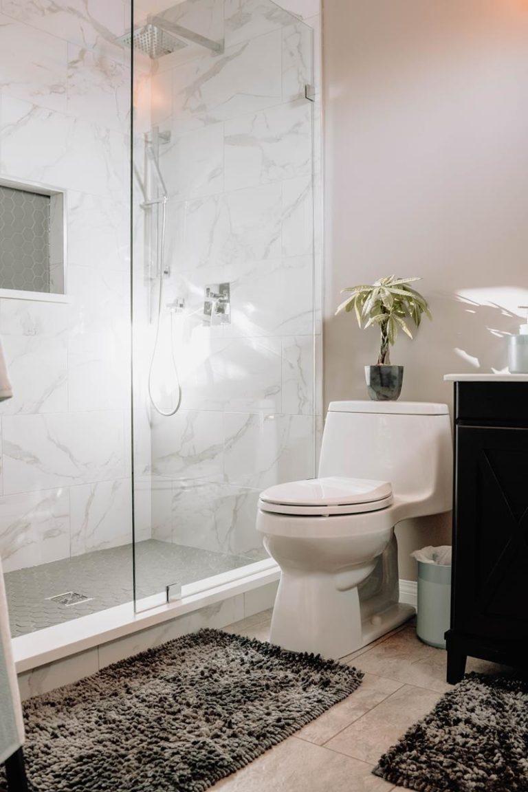 W sprzedaży znajdziemy ogromny wybór kabin prysznicowych