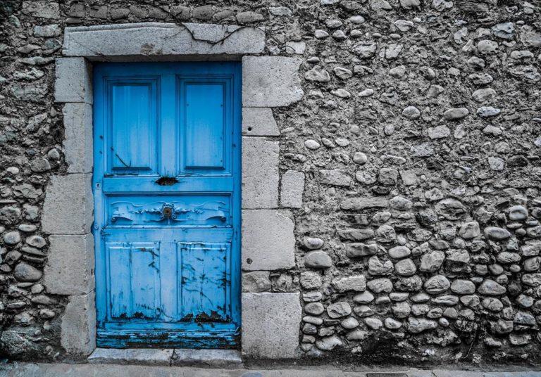 Drzwi antywłamaniowe – zadbaj o bezpieczeństwo swoje i rodziny